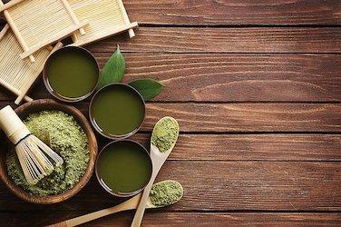 Matcha thee: schuimlaag maken