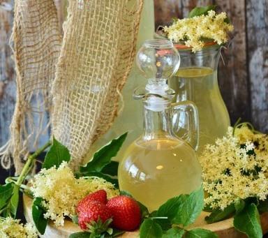 Zoetigheid voor je drankje, dessert of ontbijt? Gebruik eigengemaakte thee siroop!